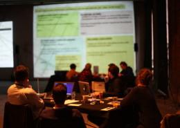 les participants et l'écran 3